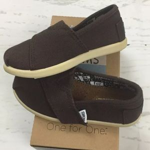 Tiny Toms Classics in Chocolate Canvas Slip-On